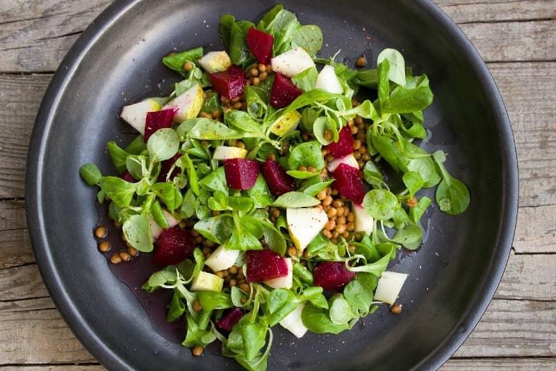 Welke salades zijn veilig om te eten als je zwanger bent?