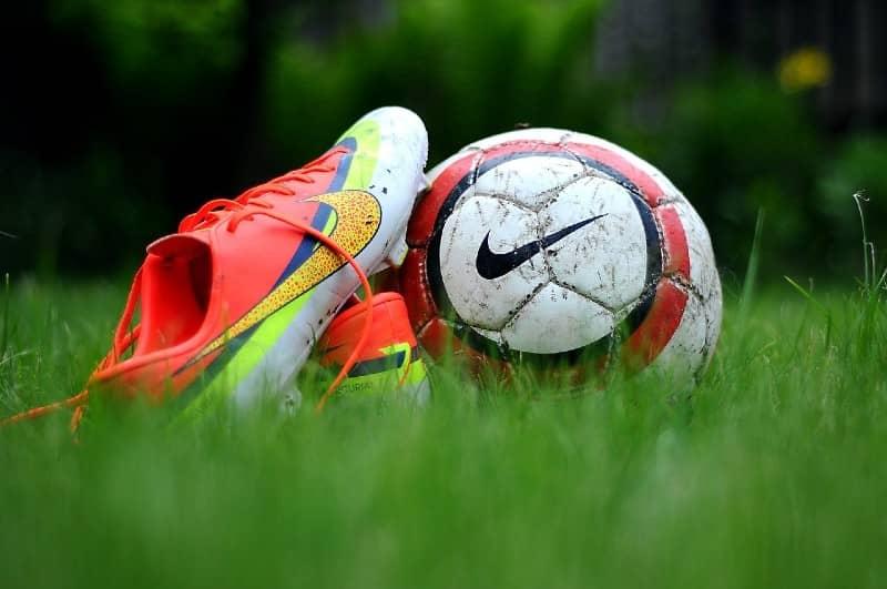 Is het veilig om tijdens de zwangerschap te voetballen?
