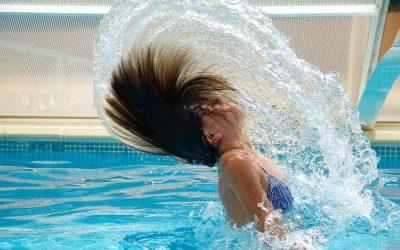 Kun je tijdens je zwangerschap in een zwembad springen?